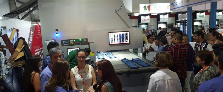 colombiatex-publico-maquina